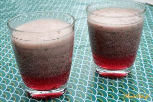 Deux verres de smoothie frais